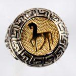 anello bianco cavallo giallo